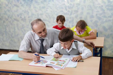 Man teaching children